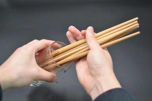 洗完的筷子,筷子头朝